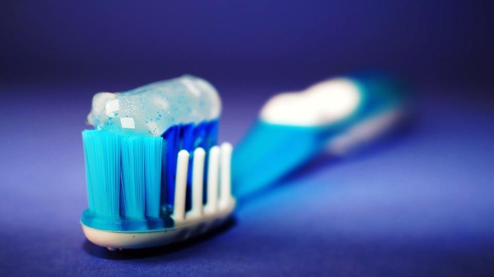 Četkica za zube - sredstva za oralnu higijenu
